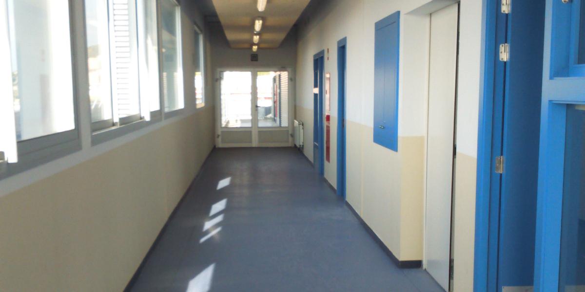 2269 Escola Riera Alta-Santa Coloma de Gramenet-Arno-pasillo