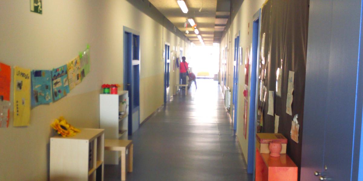 2269 Escola Riera Alta-Santa Coloma de Gramenet-Arno-pasillo aulas