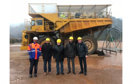Gonzalo Ruiz y Antonio Durán, con otros compañeros del proyecto SLIM de minería sostenible durante la visita a la mina Erzberg. Gonzalo Ruiz i Antonio Duran, amb altres representants del projecte SLIM de mineria sostenible durant la visita a la mina Erzberg.