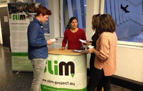 Charlando con estudiantes de la Universidad de Leoben (Austria) sobre el proyecto europeo SLIM de minería sostenible.