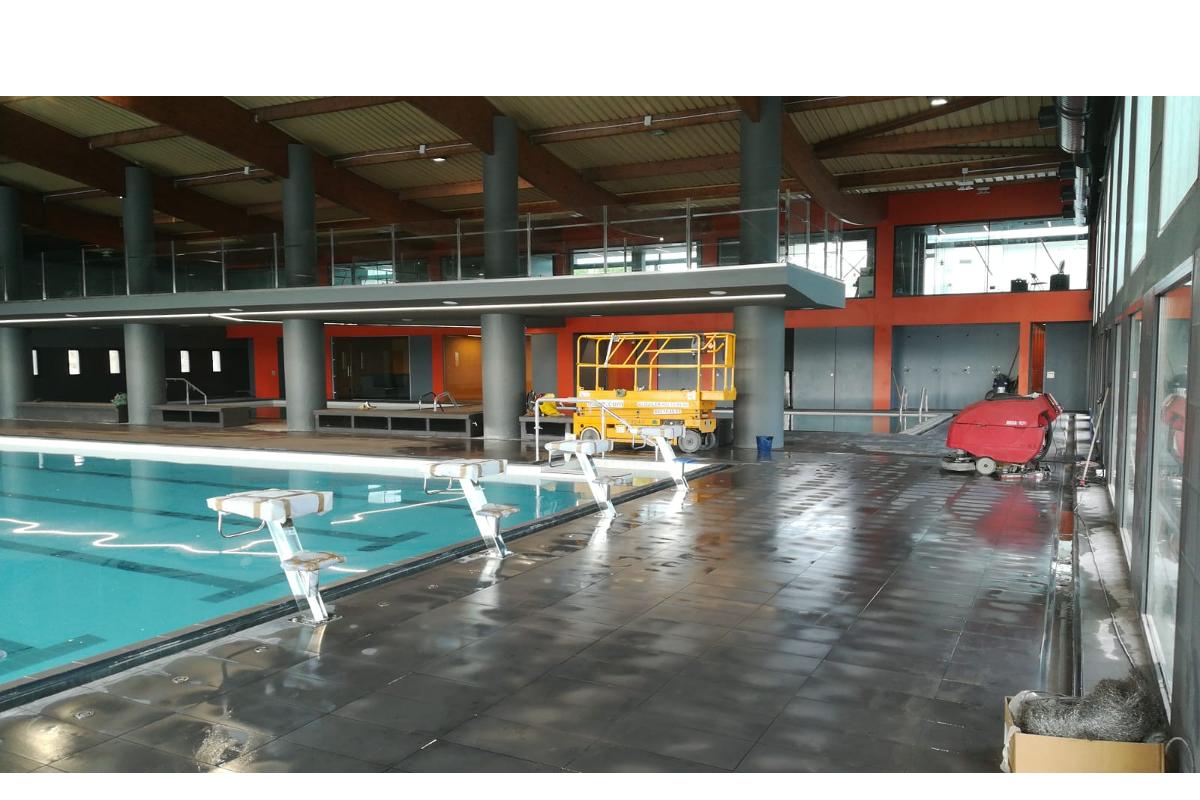 Piscina municipal can millars cornell de llobregat for Bordillo piscina
