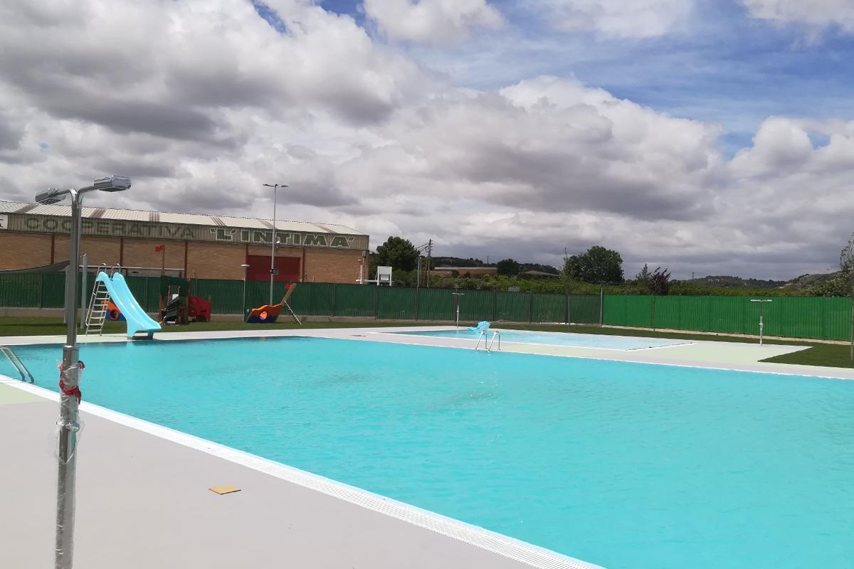 piscina exterior llena-alpicat-arno
