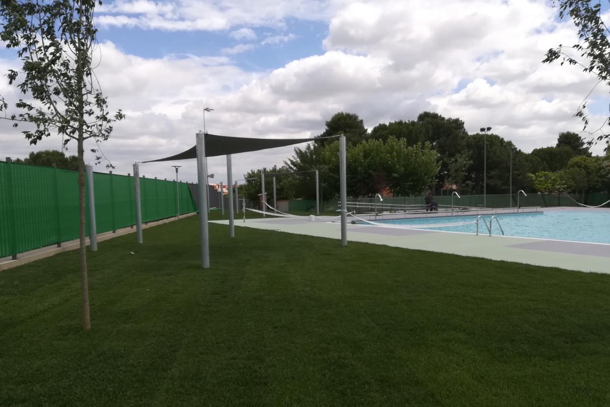 zona verde y sombra piscina municipal alpicat-arno