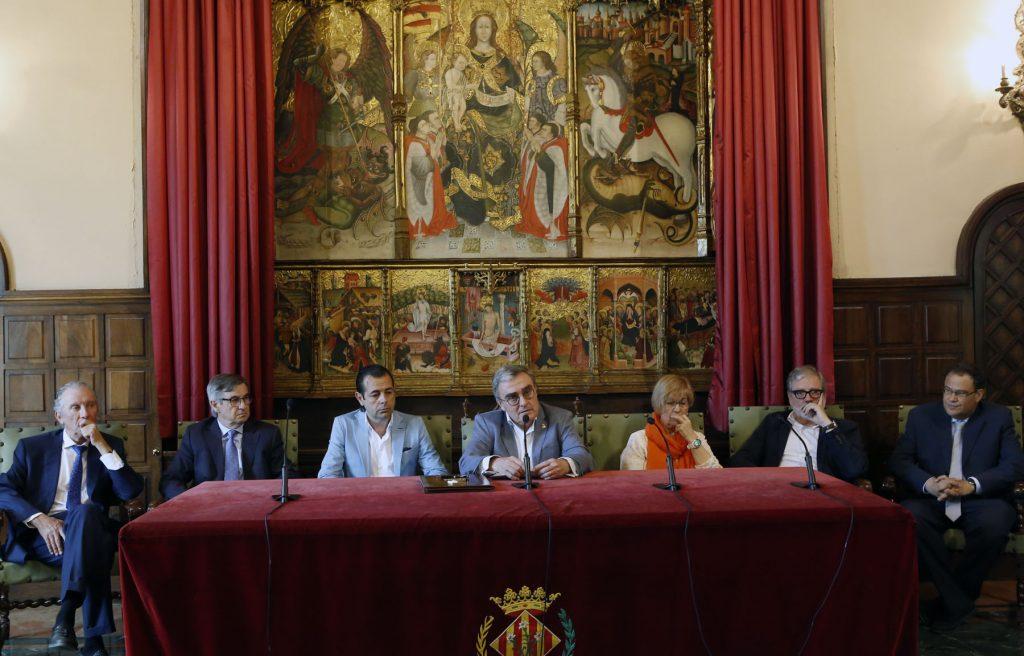 Firma contrato obras del Museo de Arte de Lleida en la Paeria con el alcalde, Angel Ros. Asisten Alexandre Perpinyà, Agustí Bordalda, Joan Albert Arqués i Josep Maria Verdú.