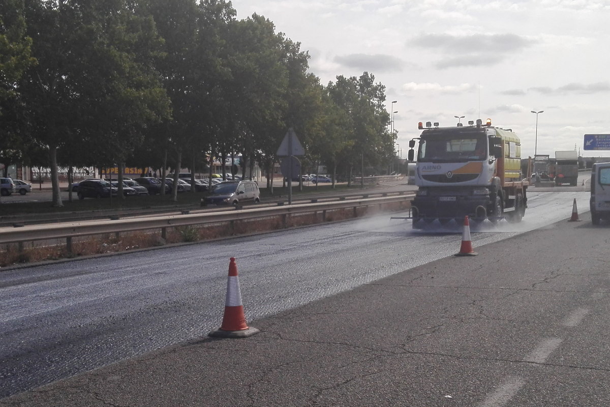 Aplicación de Asphacal en obra. Calles de Lleida. Arnó