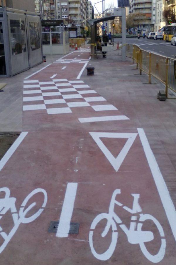 Líneas de señalización del carril bici. Lleida. Arnó