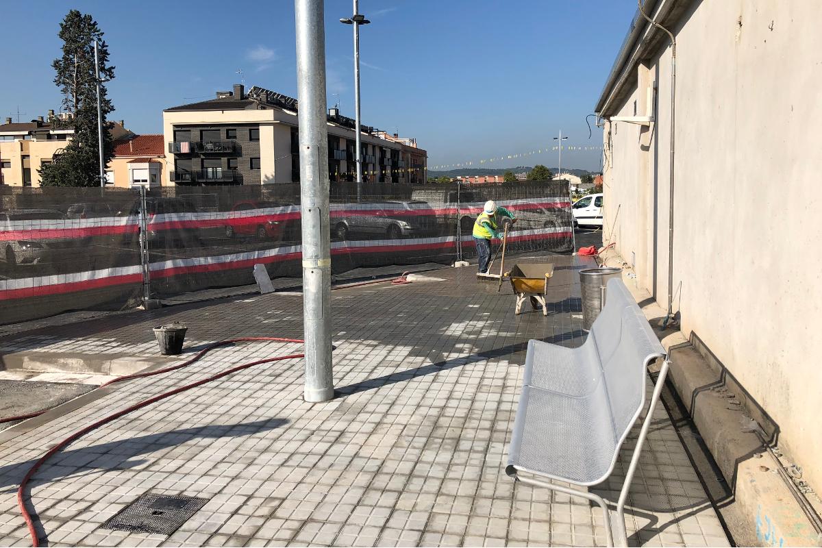 arranjament zona exterior estacions tren sabadell-Arno