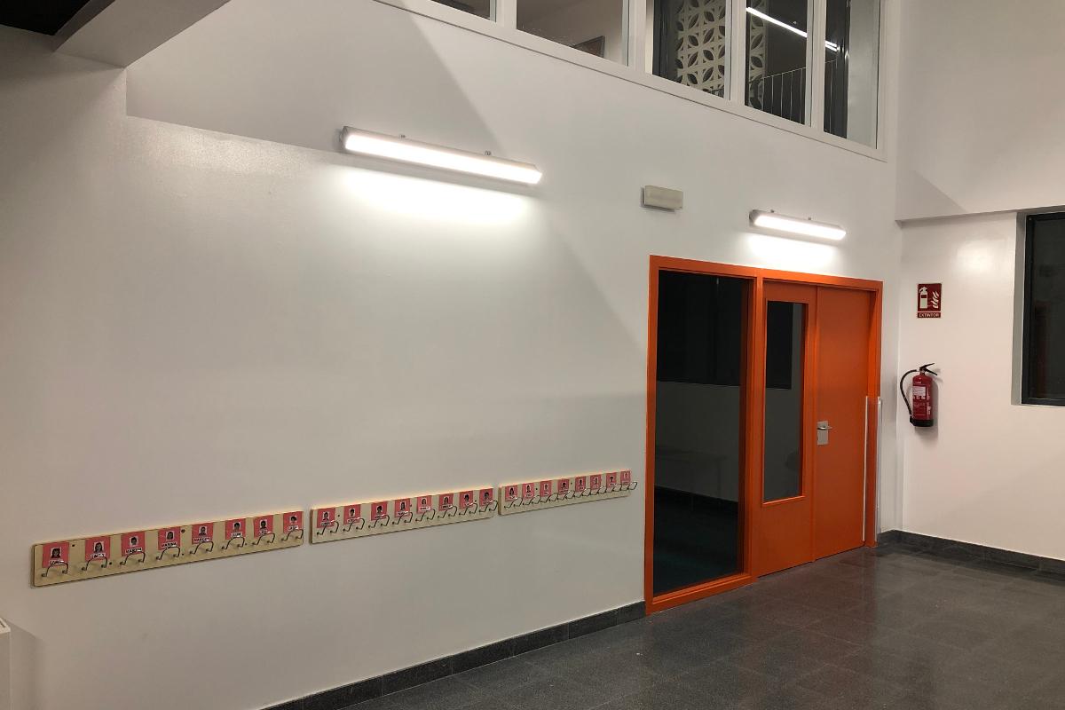 Puerta infantil CEIP Palau Ametlla-02-Arno