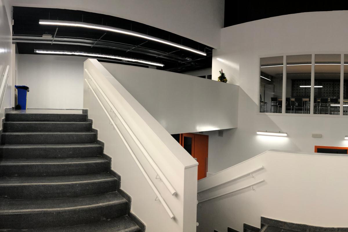 Otra perspectiva de escaleras CEIP Palau Ametlla-10-Arno