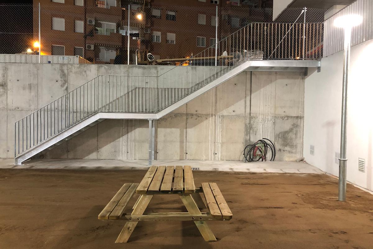 Escaleras exteriores CEIP Palau Ametlla-17-Arno