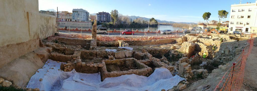 restos arqueologicos de la plaza de la catedral de tortosa-benito arno