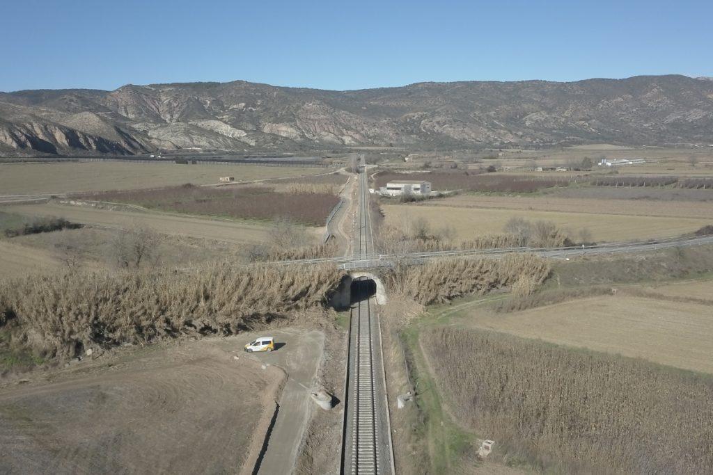 via de servei fins el viaducte